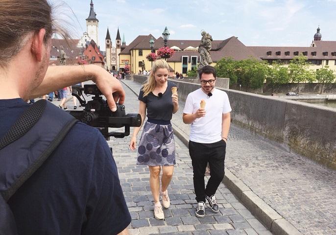 YouTuberin Lisa Ruhfus mit Infektionsforscher Alexander Westermann